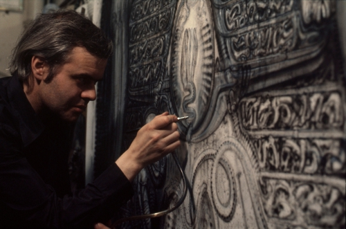 hr_giger_at_work.jpg