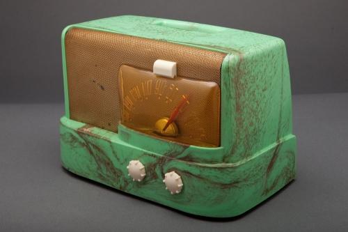 emerson-511-moderne-green-raymond-loewy-radio_3(1).jpg
